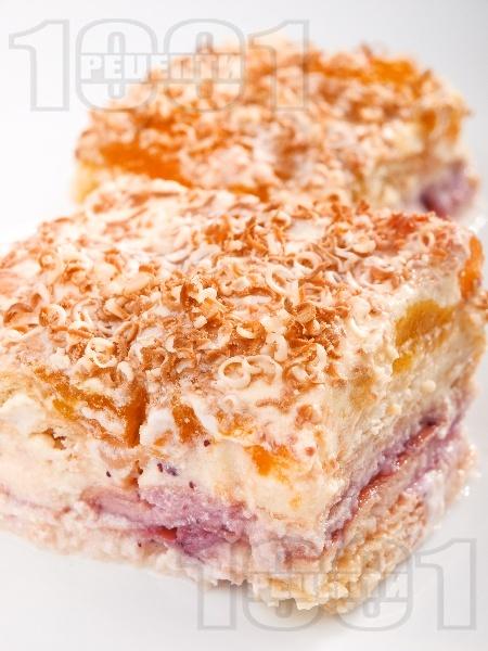 Бисквитена торта със сушени кайсии, бял шоколад и ром - снимка на рецептата